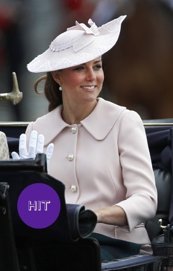 Кейт Миддлтон розовом пальто фото
