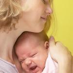 ребенок плачет фото