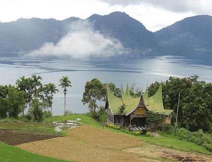 Индонезия остров Суматра озеро Манинджау