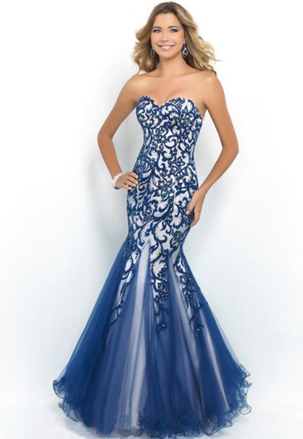 синее платье с вышивкой