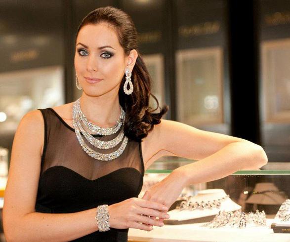 элегантная женщина и брилианты