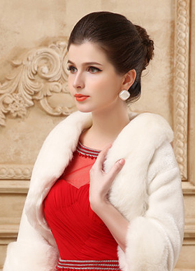 новогоднее платье с меховыми аксессуарами