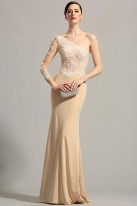 новогоднее платье телесного цвета