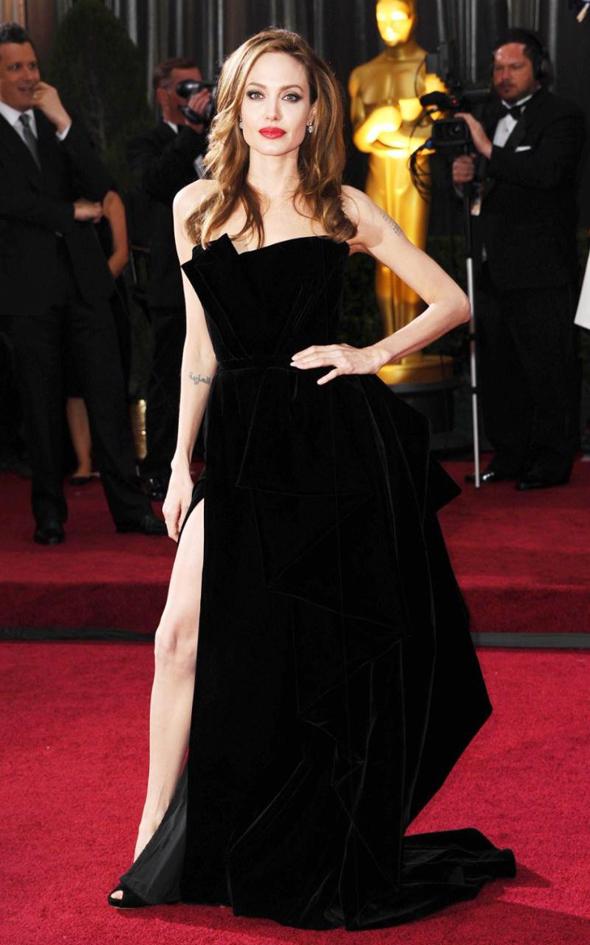 Анжелина Джоли в платье от Версачи