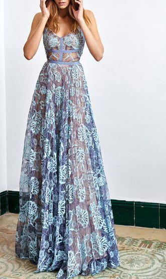 Длинное платье для стройных женщин